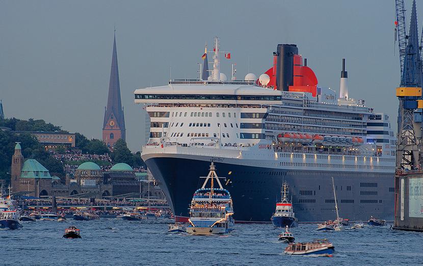 Kreuzfahrtschiffe in hamburg entdecken sie ihr fernweh for Garderobe queen mary 2